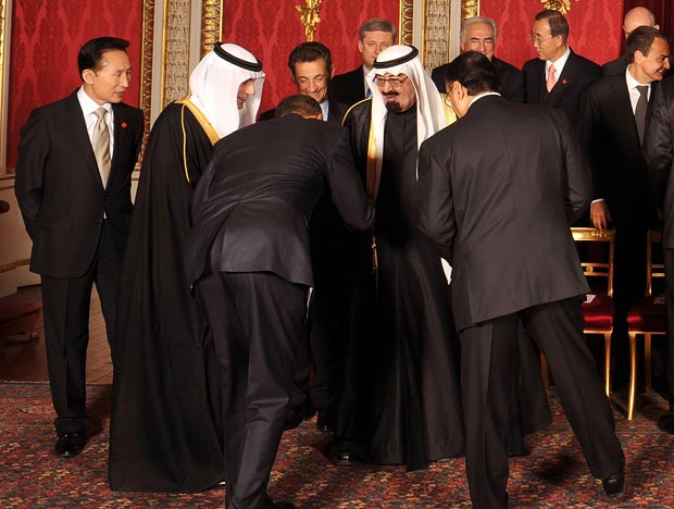 Obama politely checks the fly of Saudi Arabia's King Abdullah.